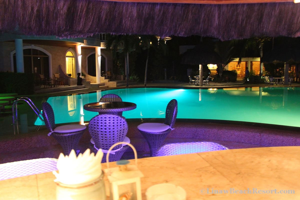 Linaw Beach Resort Pool bar at Night